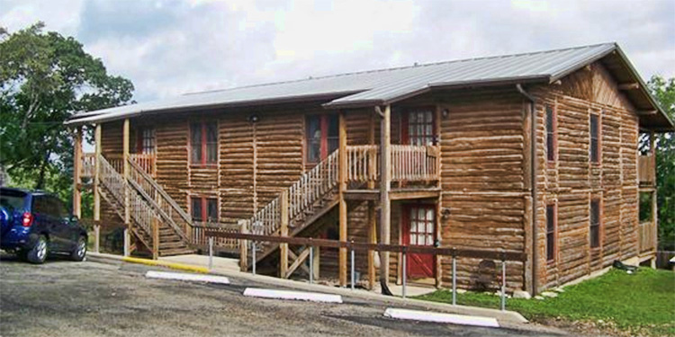 log cabins at Jocob's Creek